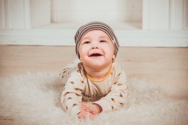 Les premières poussées dentaires de bébé